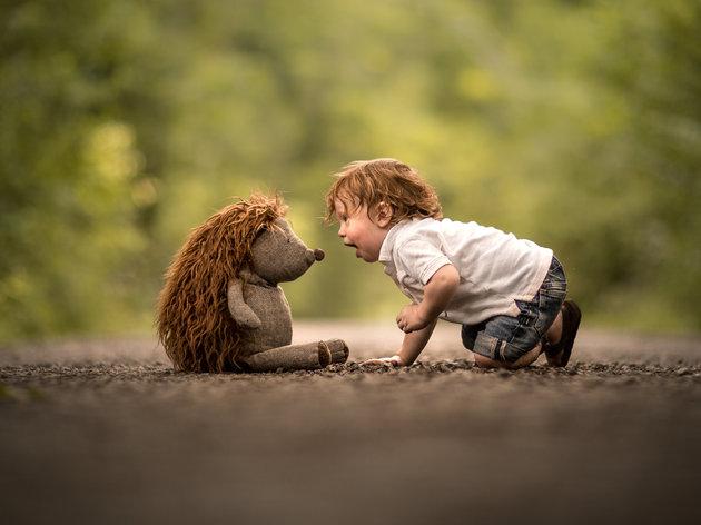 ژست عکس کودک در فضای باز
